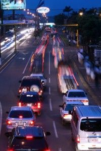 conductores en la carretera